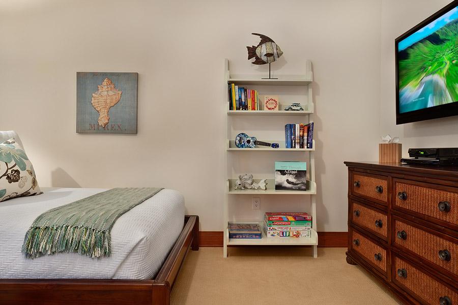 Sea Mist Villa 2403 - Bedroom Three with 2 Queen Beds, Television, En-suite Bath