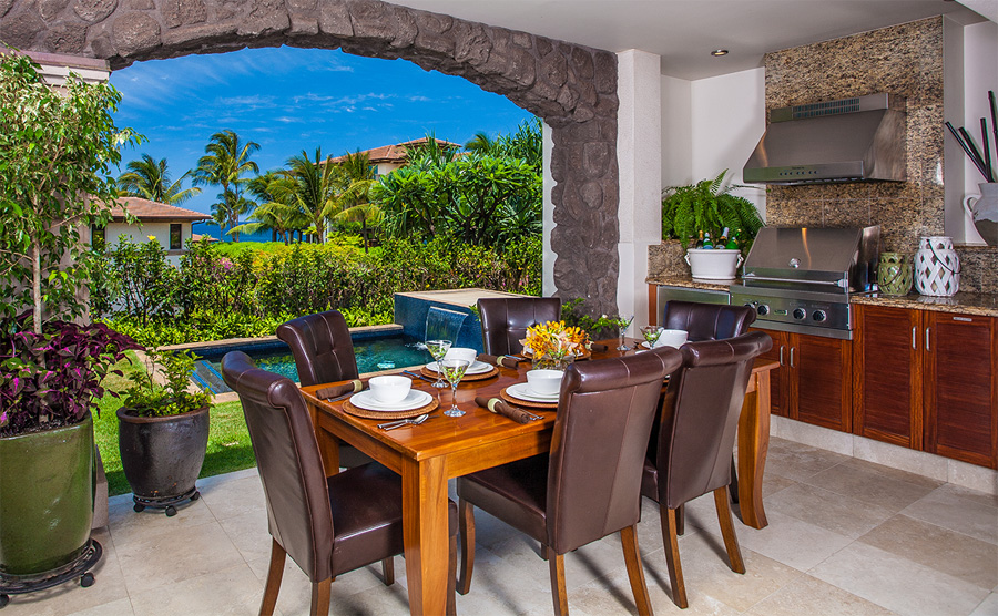 Outdoor Covered Dining with Private Plunge Pool