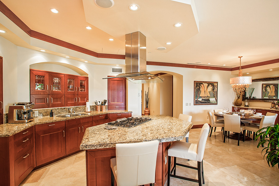 Well-Equipped Full Kitchen with Dining For Six