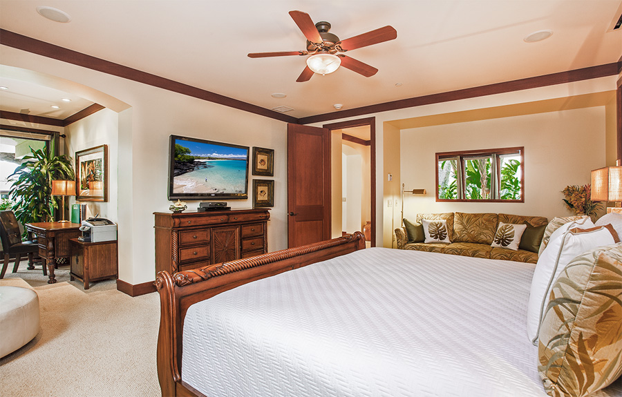 Second Master Bedroom with King Bed an Office Nook