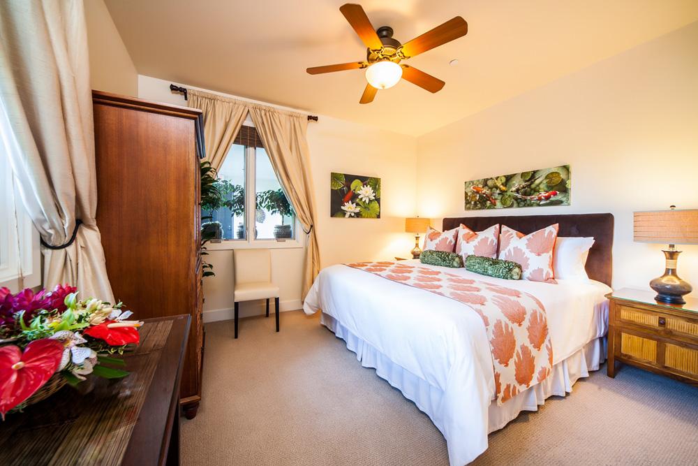 Third Bedroom with King Bed, Adjacent Shower Bath