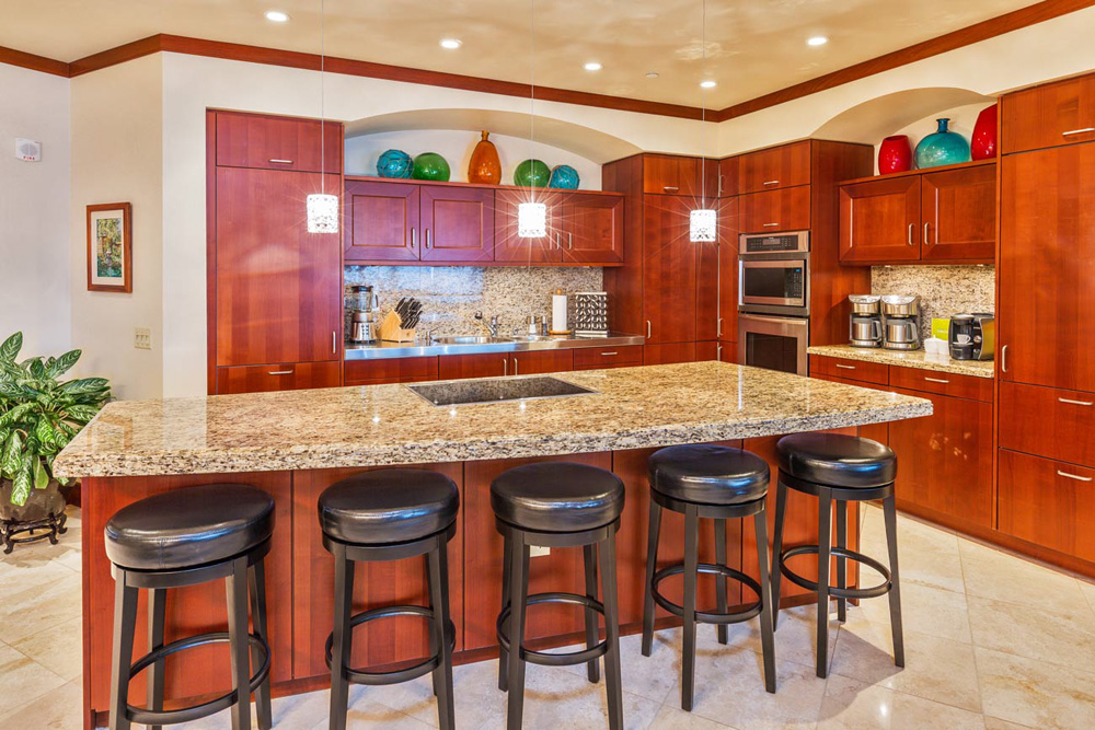 L509 Sandcastles Suite Spacious Gourmet Kitchen with Five Bar Stools and an...