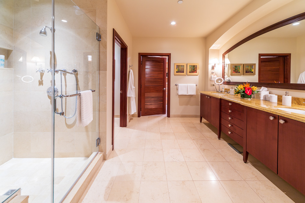 Master Bedroom Ensuite Bath with Private WC
