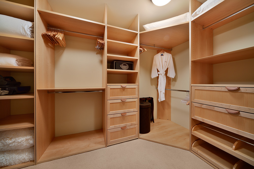 L509 Sandcastles Suite Master Bedroom Large Walk-in Closet with Custom...