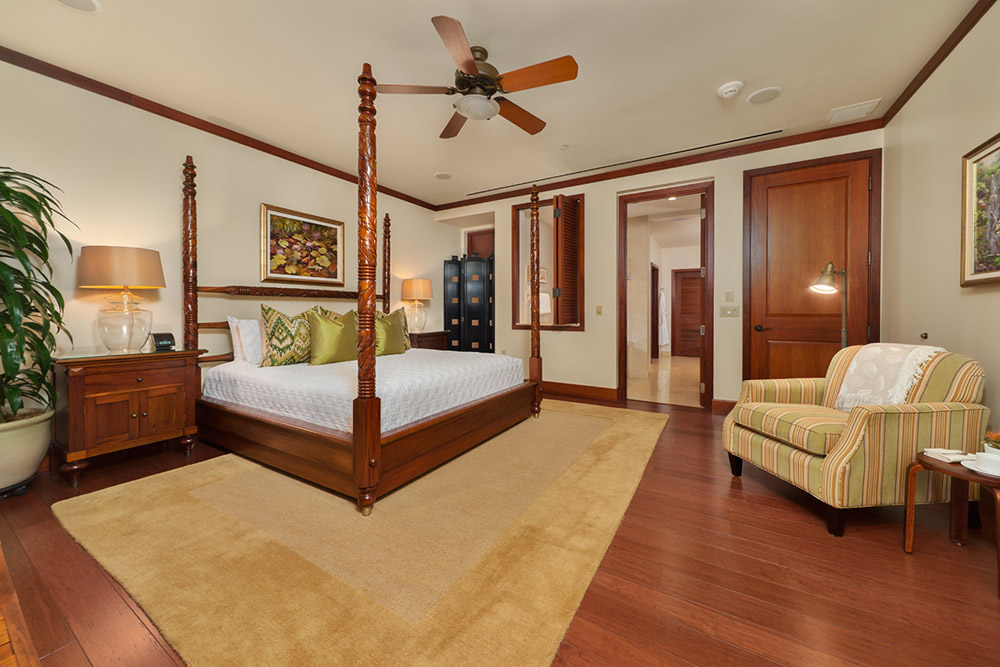 Ocean View King Master Bedroom with Private En-Suite Bath Opens to the Veranda