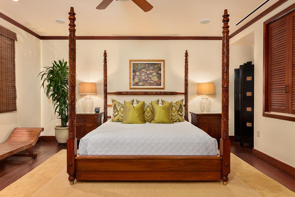 L509 Sandcastles Suite Ocean View King Master Bedroom with Private En-Suite...