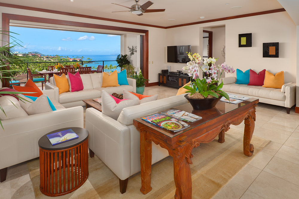 Spacious Great Room Gourmet Kitchen with Indoor Dining Table and Huge Ocean View