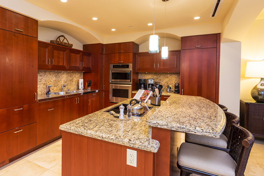J405 Sea Breeze Suite Fully Equipped Chef Kitchen with Dual Coffee Makers and...
