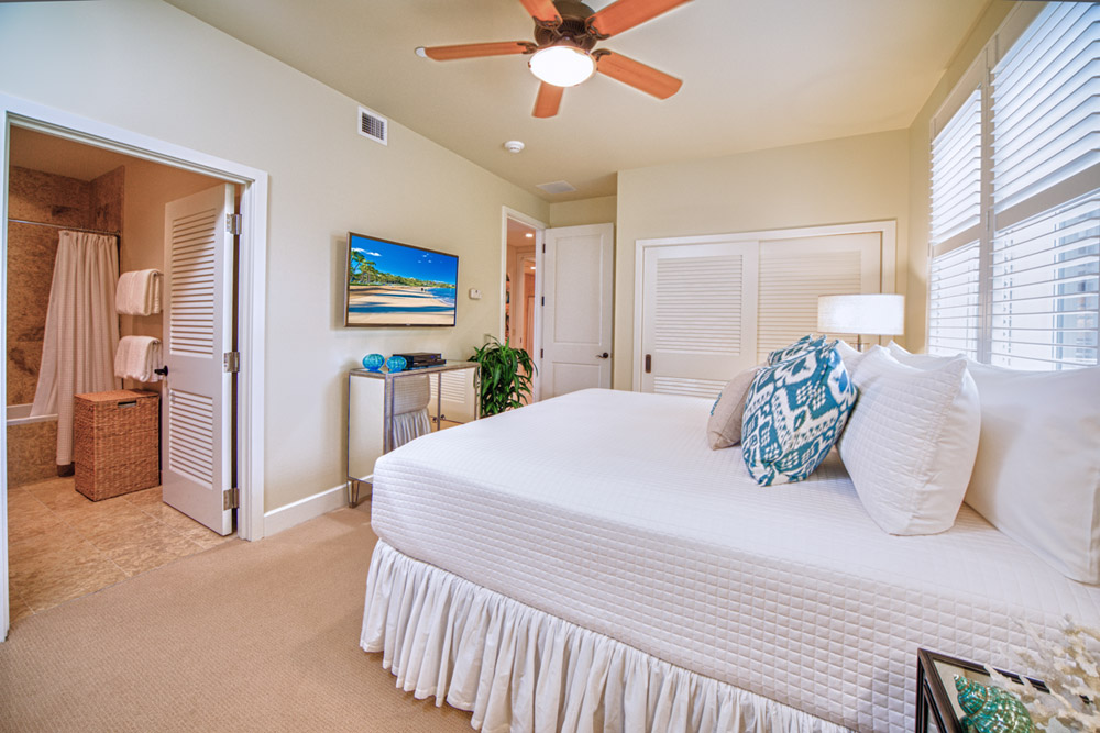 J405 Sea Breeze Suite Mountain View Third Bedroom with Private Bath and One...