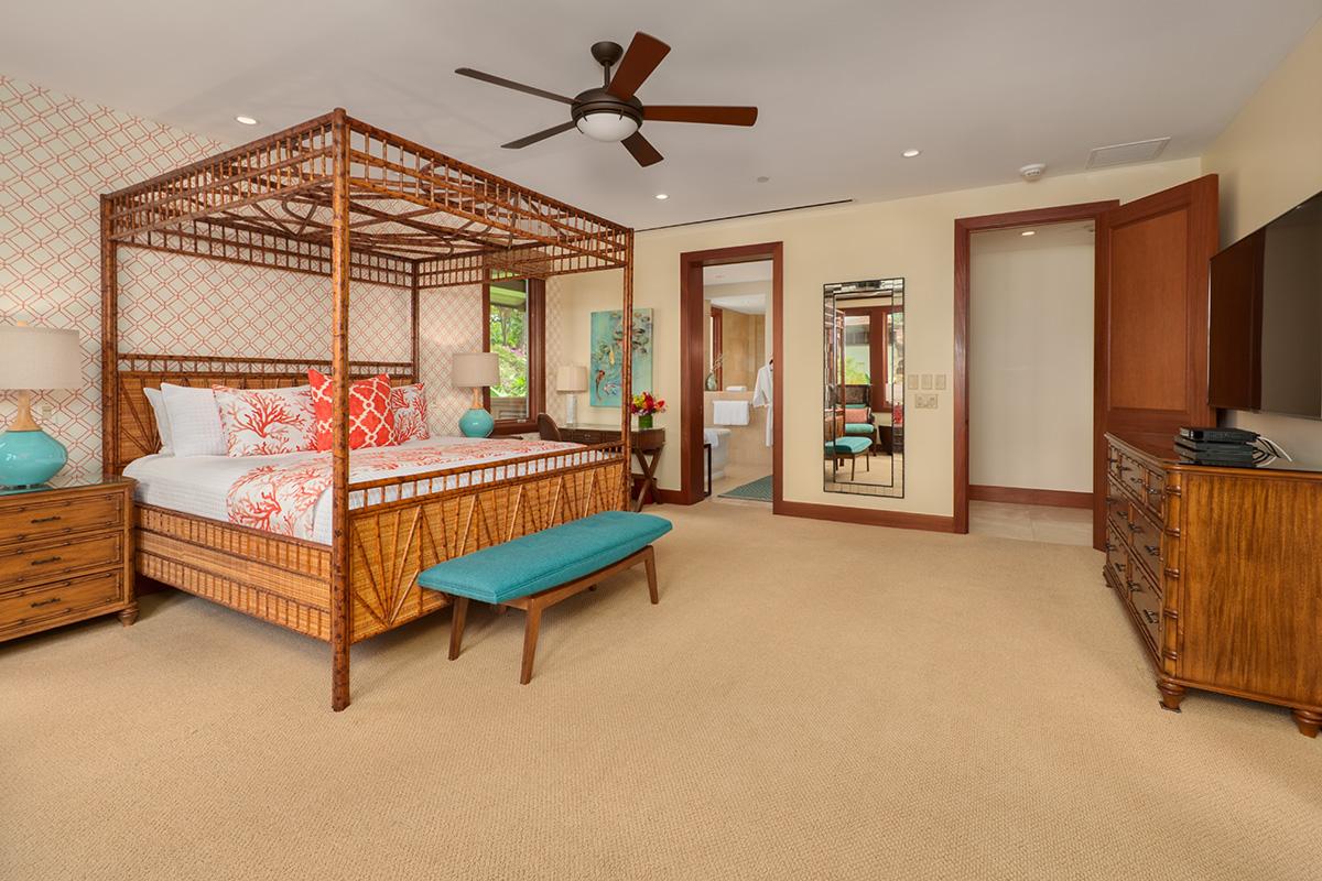 Ocean View Master Bedroom with King Bed, Private En-Suite Bath
