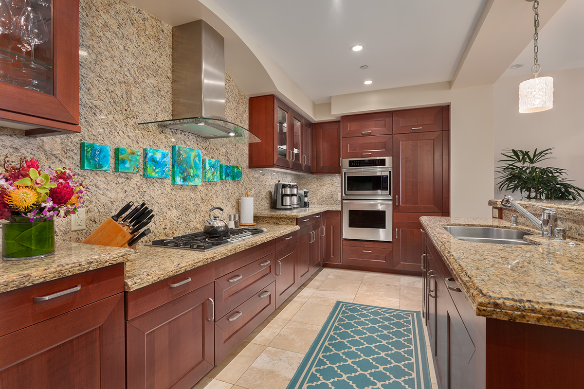 Castaway Cove C201 - Gourmet Kitchen and Bar Counter Seating for Three