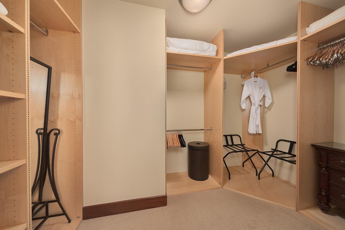 Master Bedroom Ensuite Bathroom with Walk-in Closet