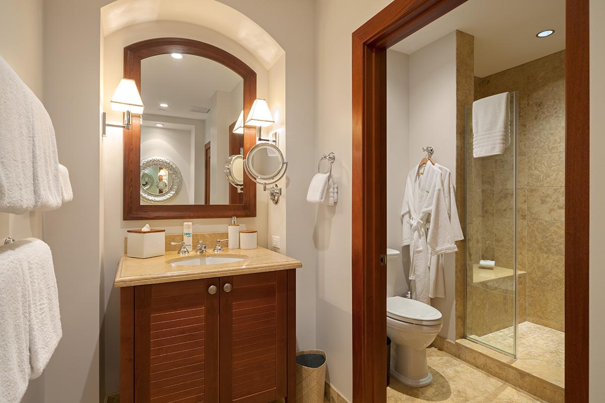 Coco Palms Pool Villa D101 - Third Bedroom En-suite Bath