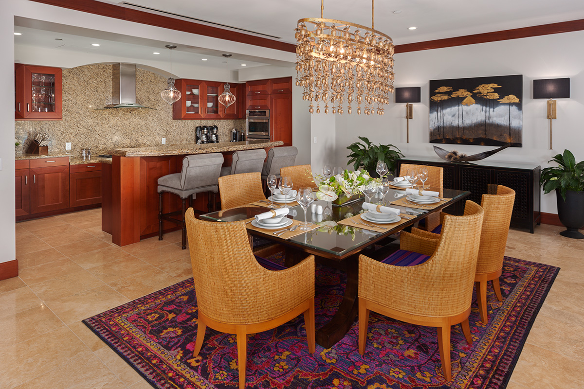 Indoor Dining for Six Guests and A Well-Equipped Kitchen
