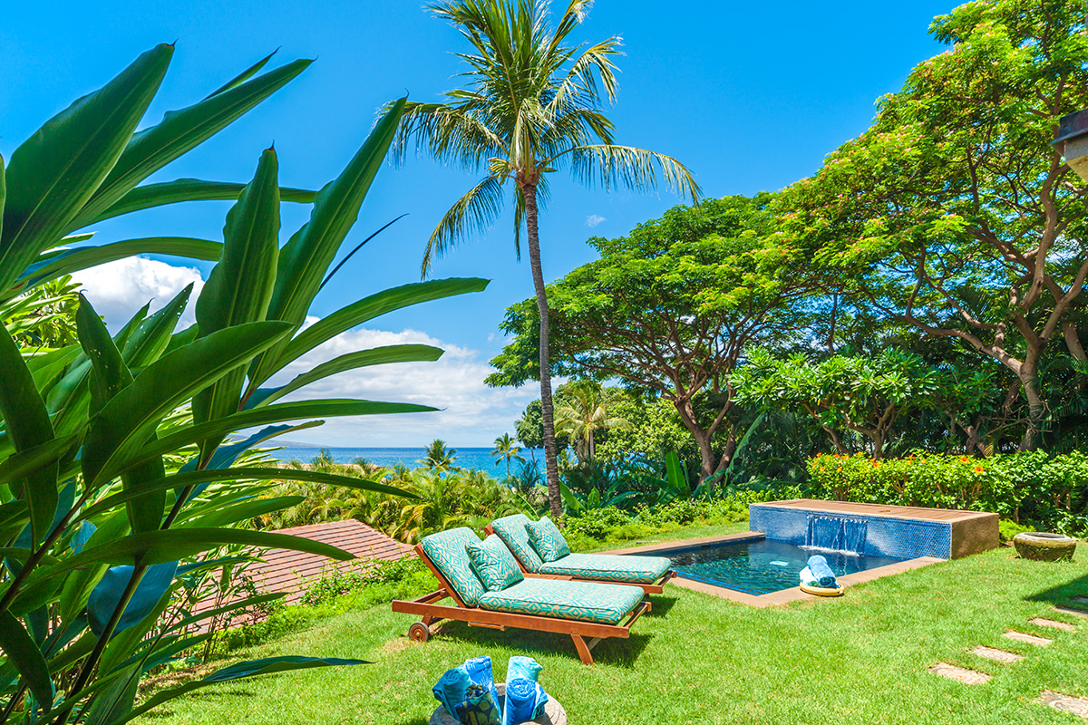 Private Grass Lawn and Garden for D101 Coco Palms Villa with Partial Ocean View